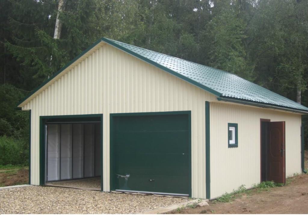 Пример гараж с крышей из профнастила