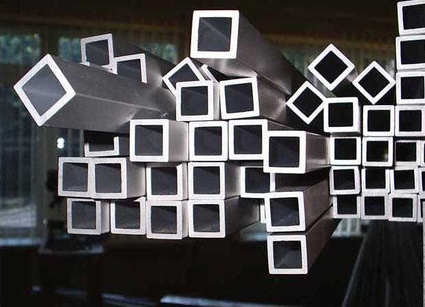 Металлические трубы квадратного сечения