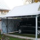 Пример придомового навеса из профнастила для автомобиля