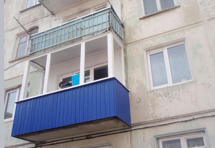 Балкон, обшитый профнастилом