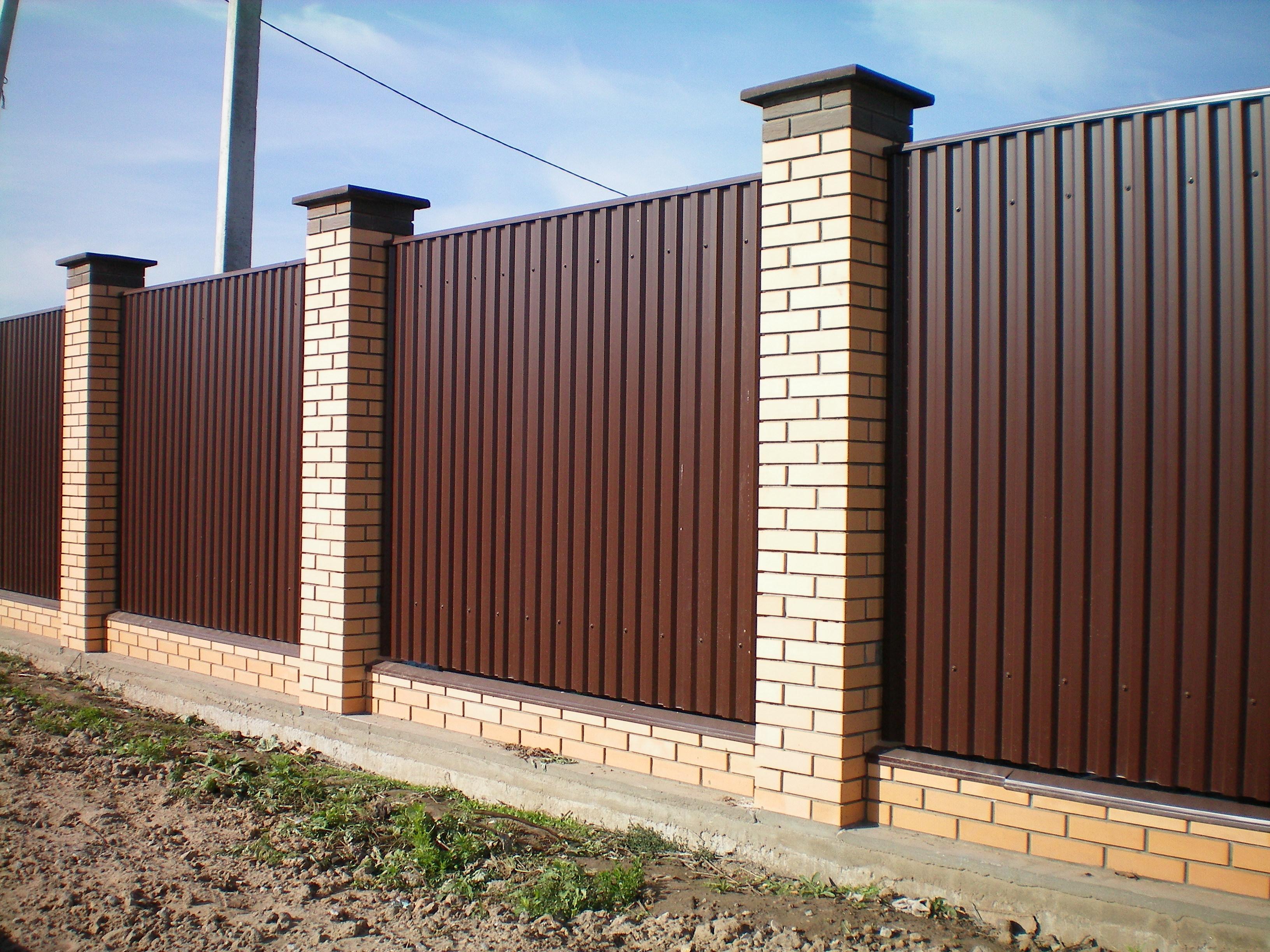 Установить забор на даче своими руками
