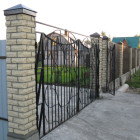 Забор со столбами из кирпича