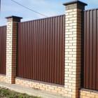 Забор из профлиста с кирпичными столбиками